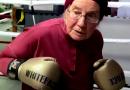 Inspiração: Vovó de 75 anos com Parkinson começa a lutar boxe para diminuir os sintomas da doença; vídeo