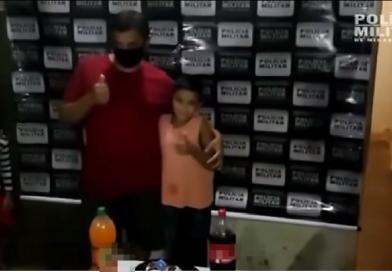 Generosidade! Menino pede PM ajuda para ver o pai no aniversário e ganha festa; vídeo